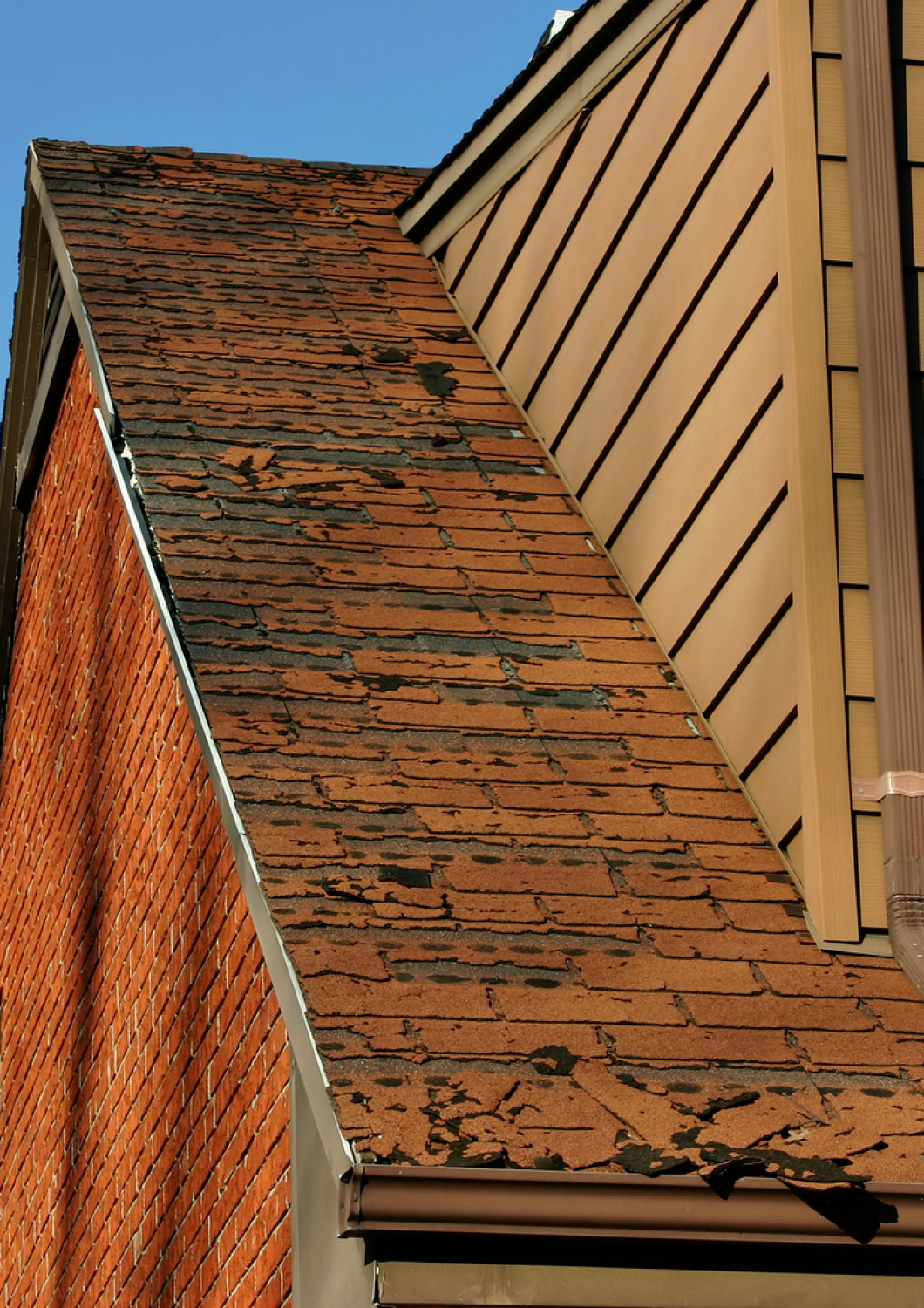 5 signs it's time to replace your roof